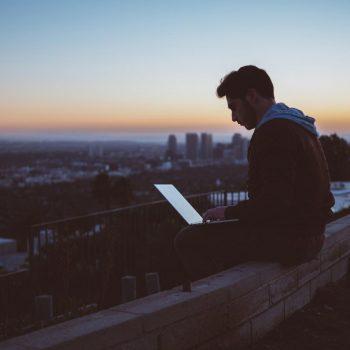 نگرشی بر نویسندگی آنلاین | یک نمونۀ موفق ایرانی
