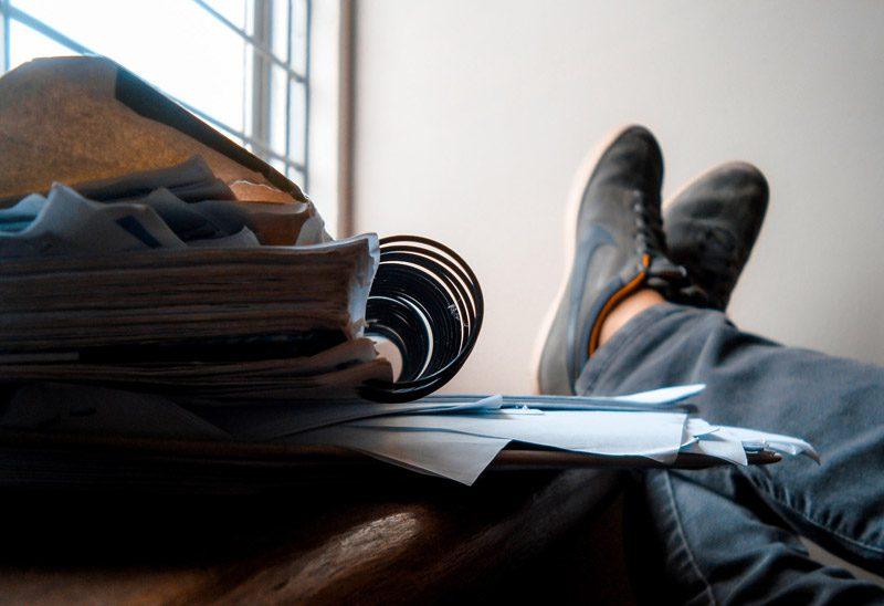 خواندن، دشمن نوشتن است؟