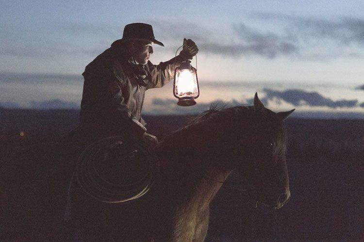 فقط یک چراغ را روشن نگه دار